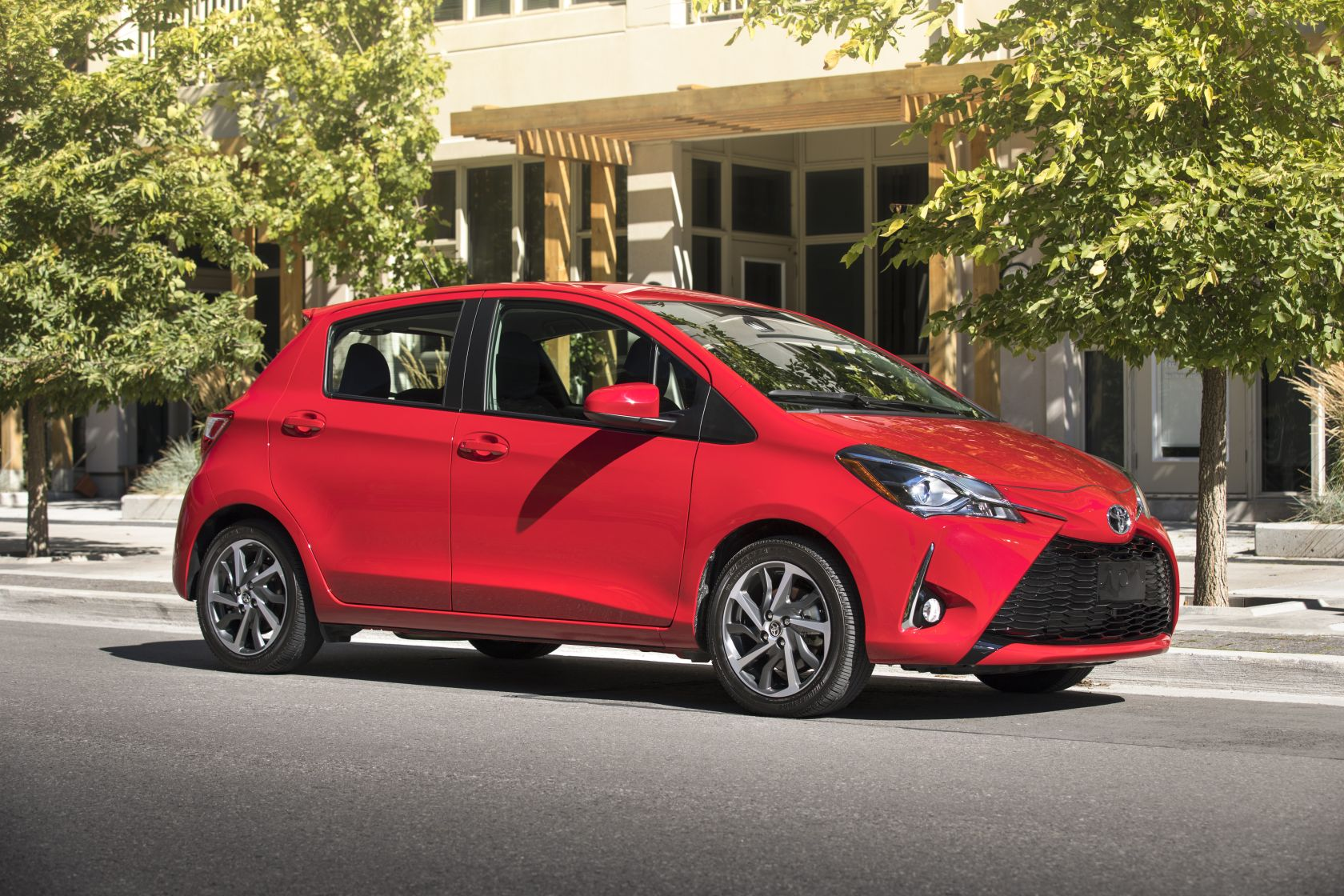 2018 toyota yaris test drive and review specifications fuel economy pricing. Black Bedroom Furniture Sets. Home Design Ideas